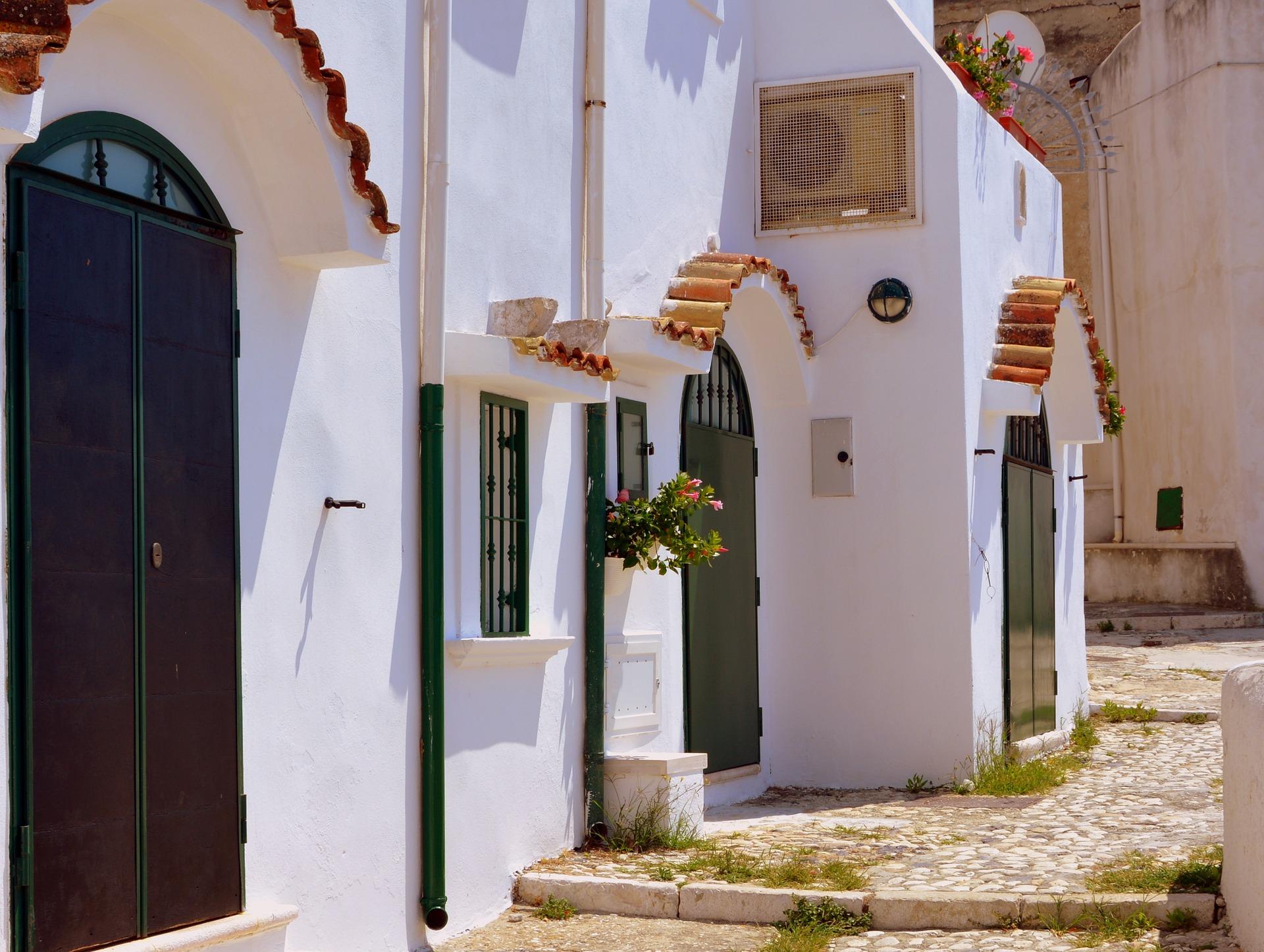 entrance-3640609_1920.jpg