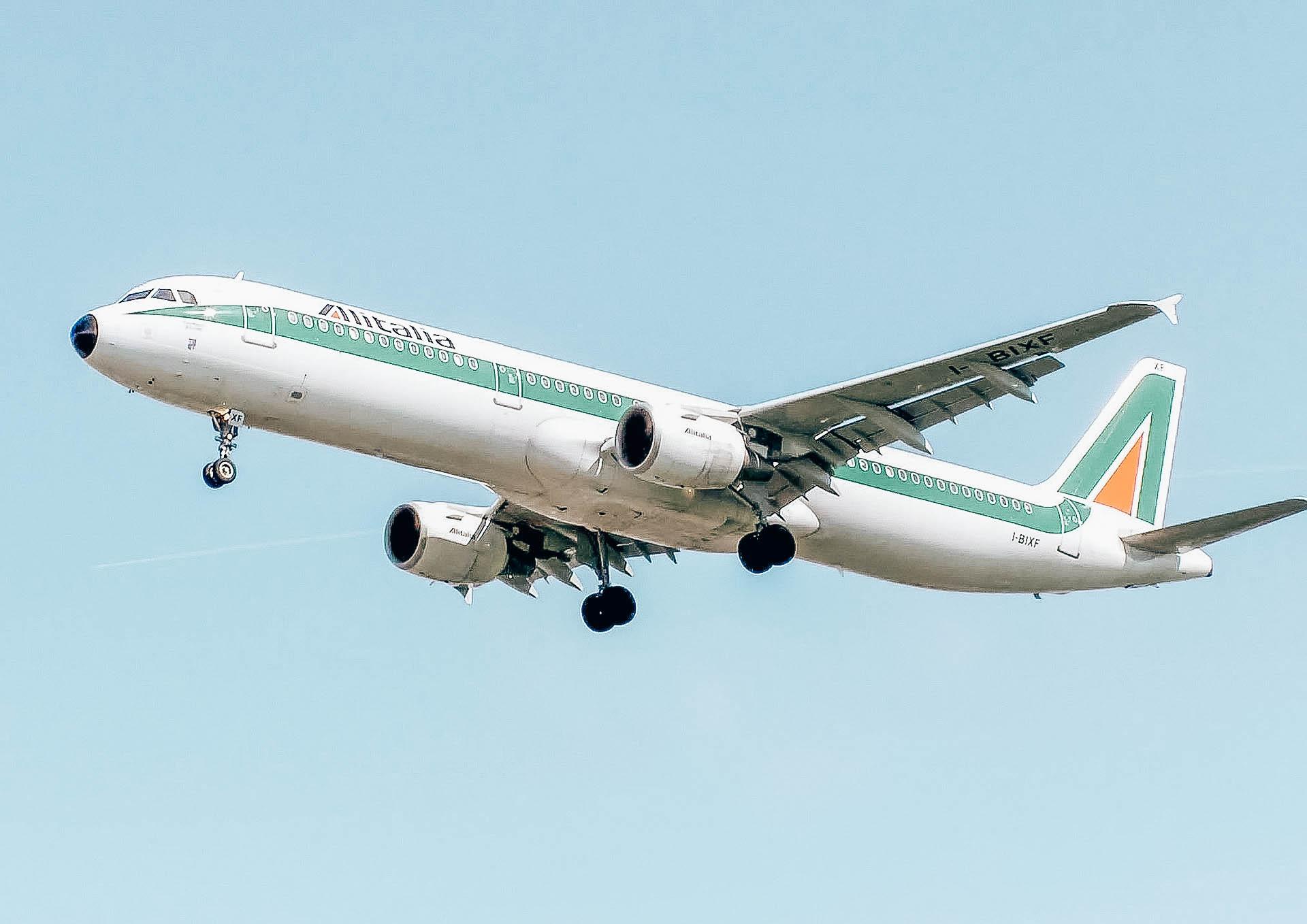 airplane-749538_1920