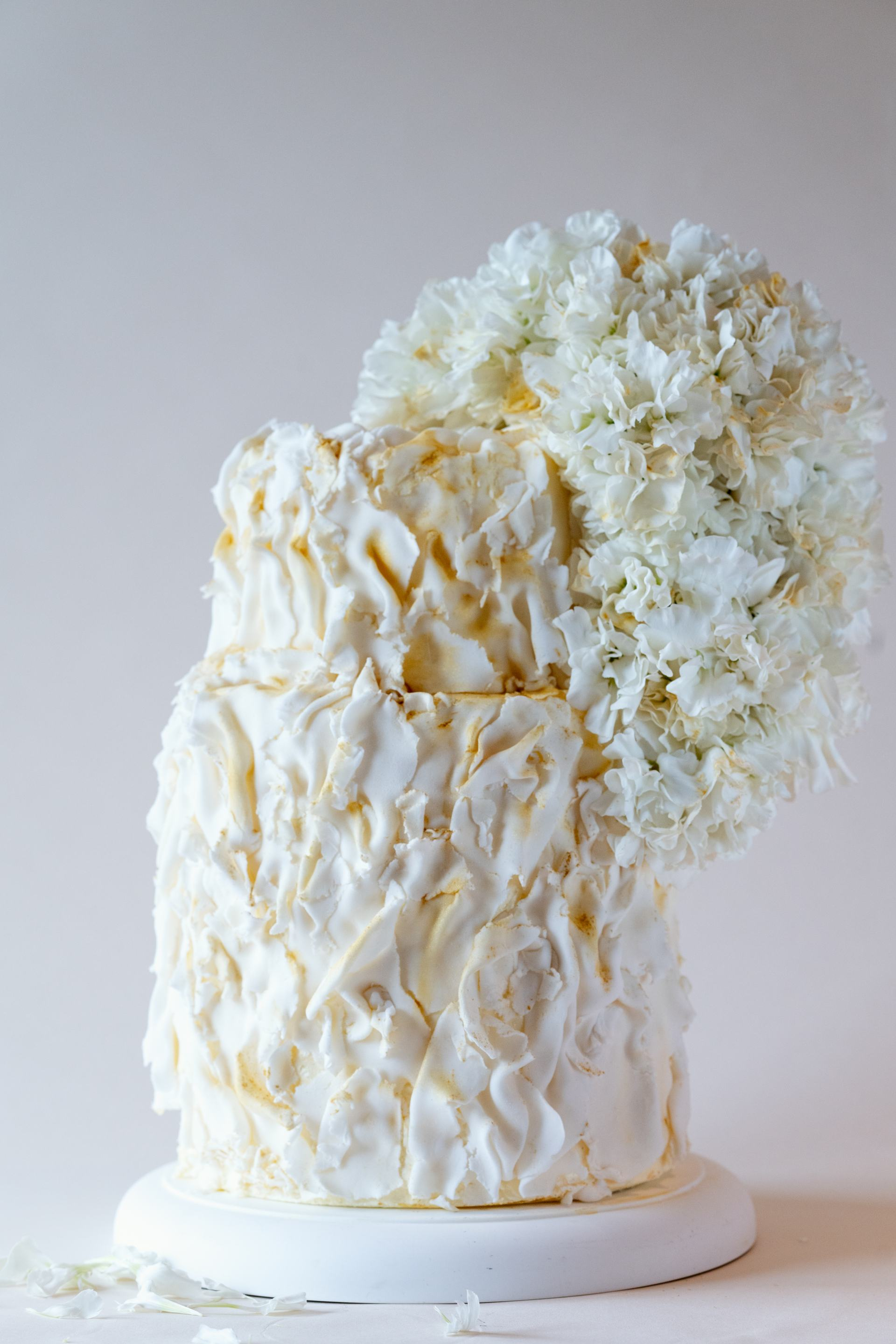 White and Gold Wedding Cake-2