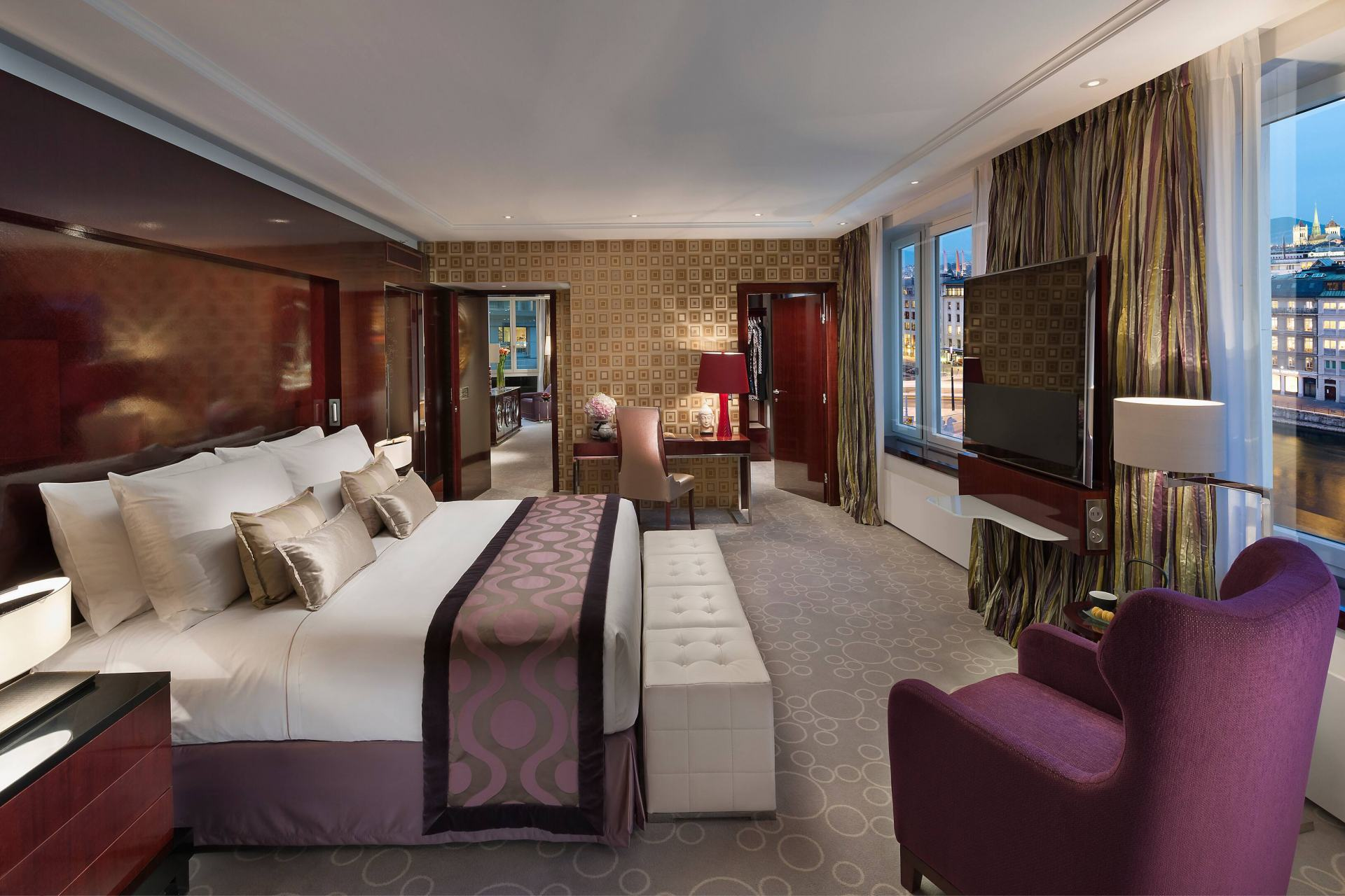 geneva-13-royal-mandarin-suite-bedroom